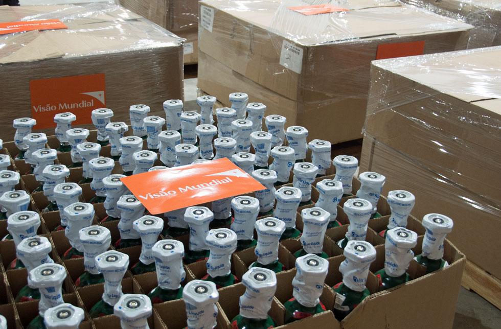 Brasilien: World Vision unterstützt brasilianische Krankenhäuser mit 1000 Sauerstoffflaschen.