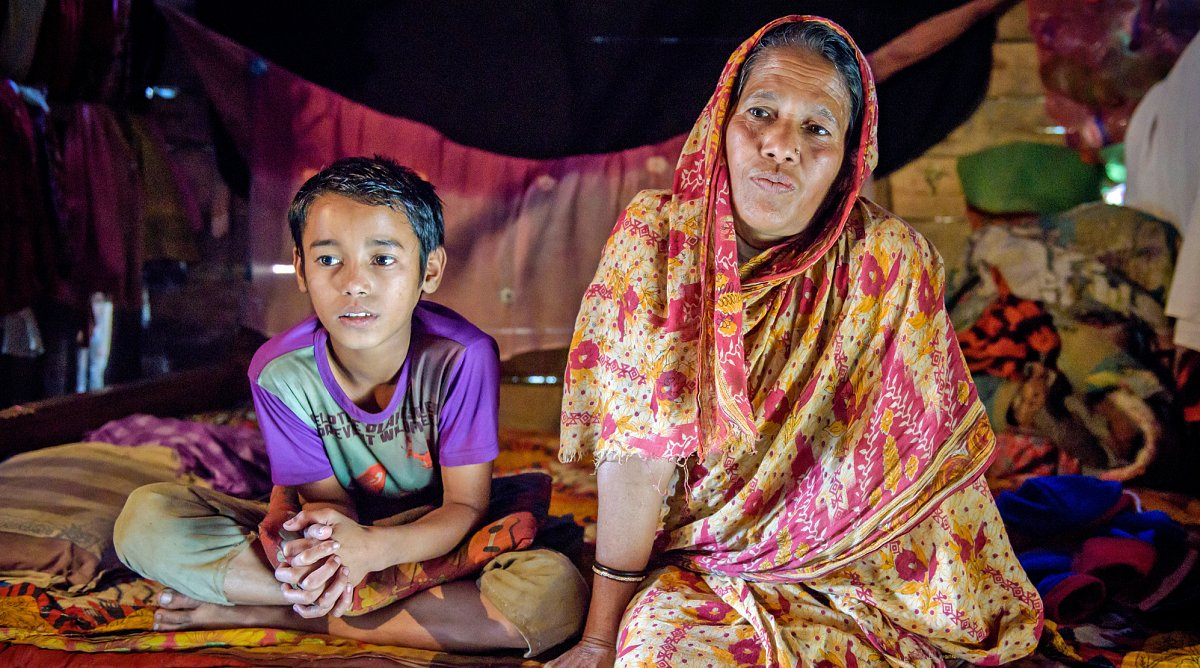 Bub mit Mutter in Bangladesch