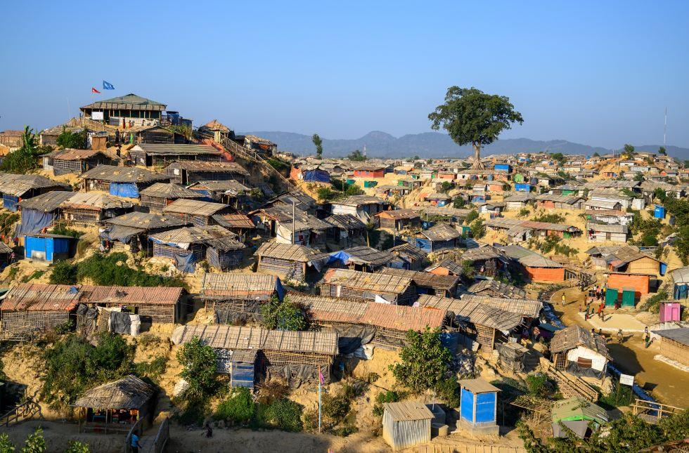 Das weltweit grösste Flüchtlingslager Cox's Bazar mit einer Verteilstation von World Vision.